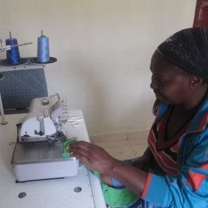 Lomtfombi woman sewing